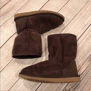 {UGG} Short Chocolate Boots